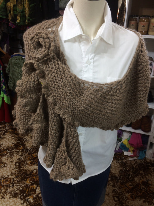 Shawl with Brooch - Brown