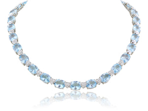 18 karat White Gold Blue Topaz Necklace