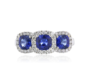 18 kt 2.10 carats Cushion Cut Blue Sapphire Ring