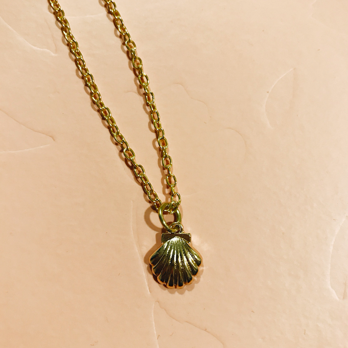 Mini gold tone shell necklace