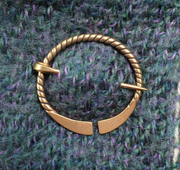 Simple Twist Shawl Pin