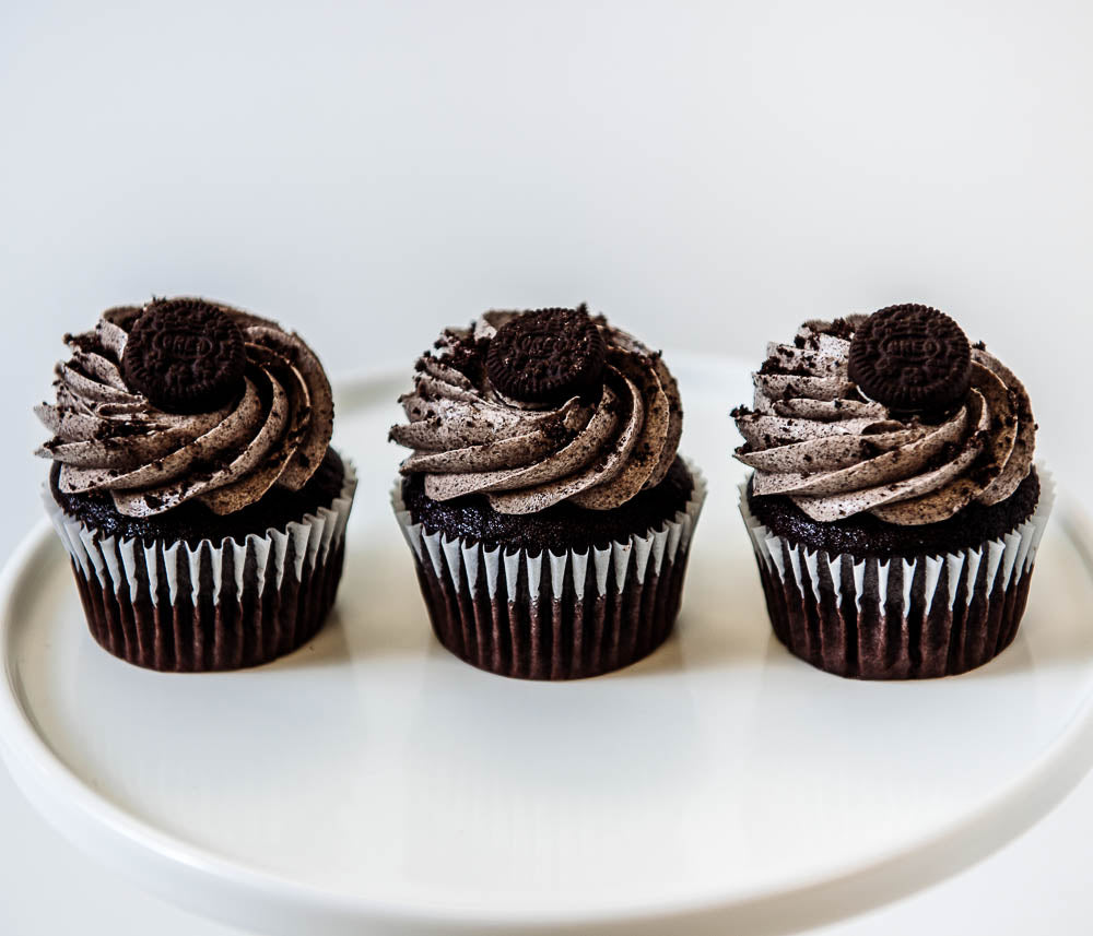 Cocoa and Fig Cookies and Cream Cupcake