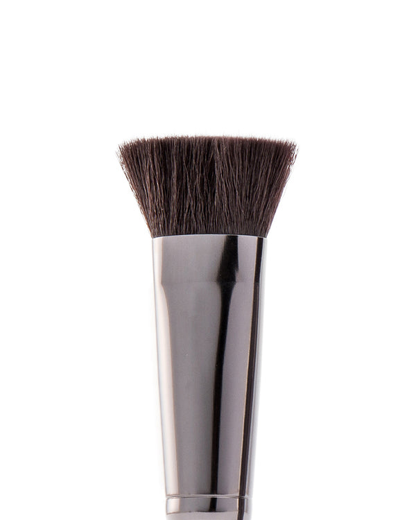 Vasanti Stubby Contour Brush - Closeup brush head front shot