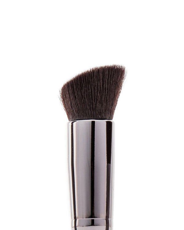 Vasanti Liquid VO2 Brush - 202 Stubby Flat Foundation Brush - Closeup brush head front shot