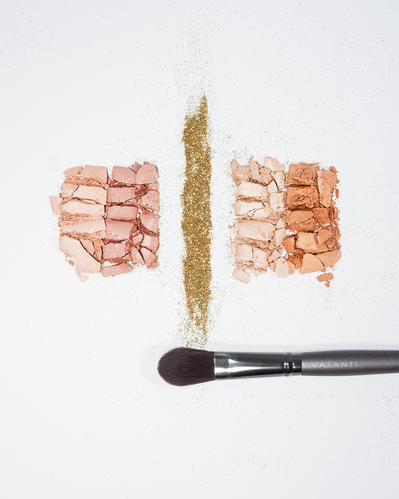 Vasanti See The Light Powder Highlight Duo - Crushed makeup lifestyle Shot