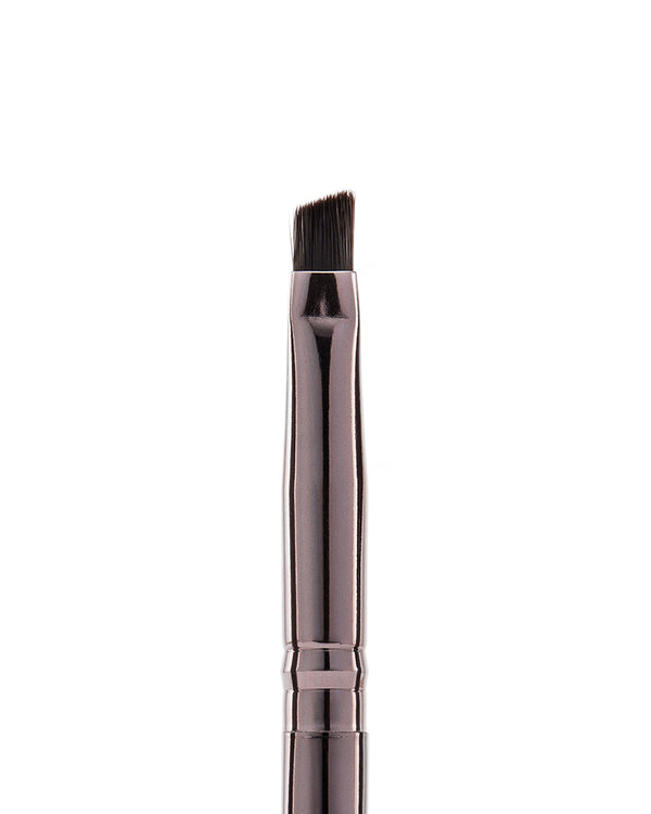 Vasanti Stubby Liner Brow Brush - Closeup brush head front shot