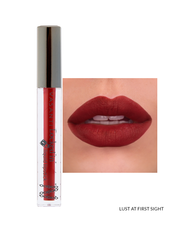 Vasanti Locked in Liquid Lipstick - Shade Lust at First Sight on lips and product front shot