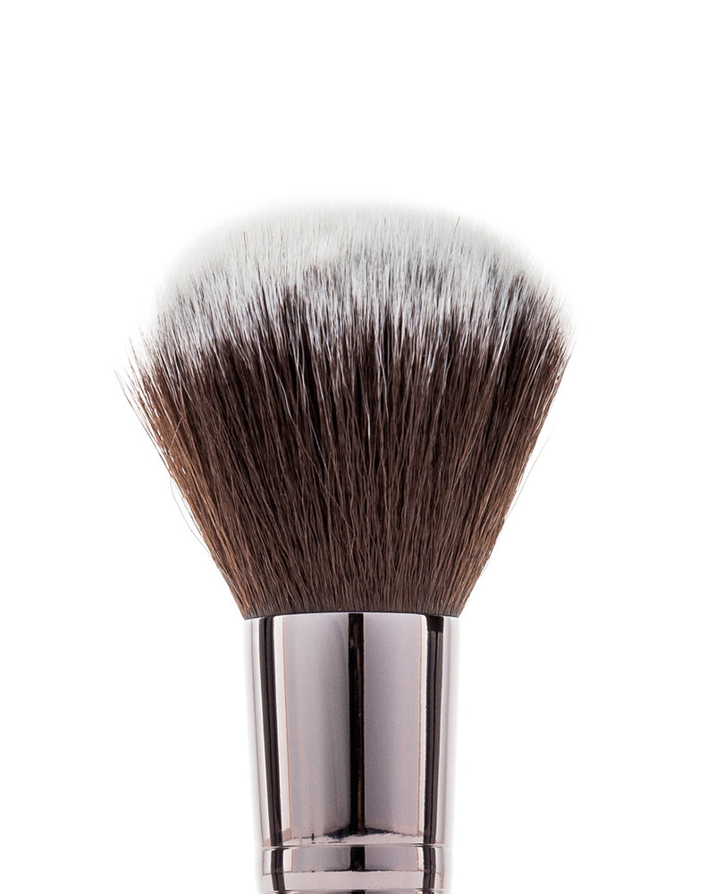 Vasanti Stubby Powder Brush - Closeup brush head front shot