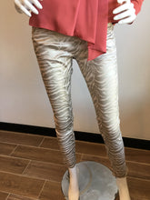 Load image into Gallery viewer, Shely Flog Style - Gold Zebra