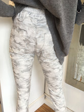 Load image into Gallery viewer, Shely Flog Style - White Camoflauge Camo
