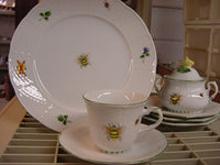 Bee dinnerware