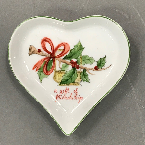 HEART-Nantucket basket with holly