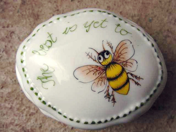 beaded box Bee