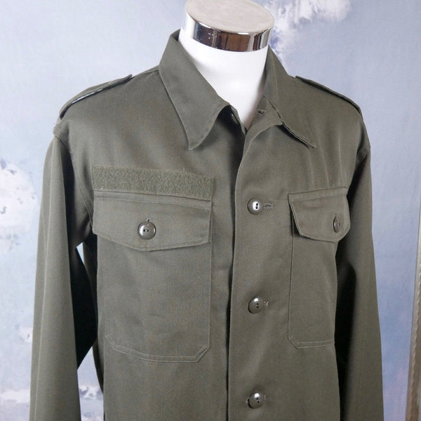 Army Shirt, Austrian Vintage Khaki Green Long-Sleeve Military Shirt with Epaulets: Size 40 US/UK - DownShifting Vintage Menswear