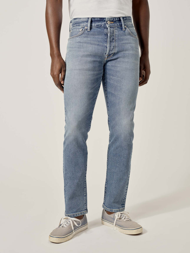 L009 Light Wash Maverick Slim Jean