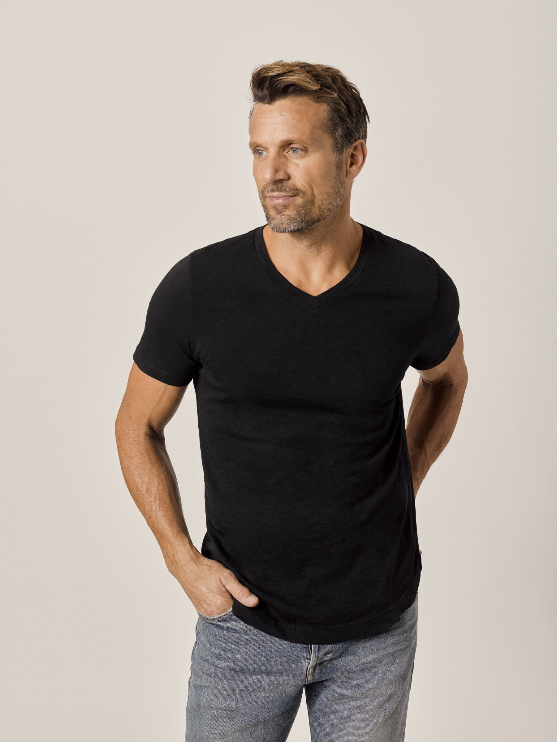 Buck Mason - Black Slub Curved Hem V-Neck