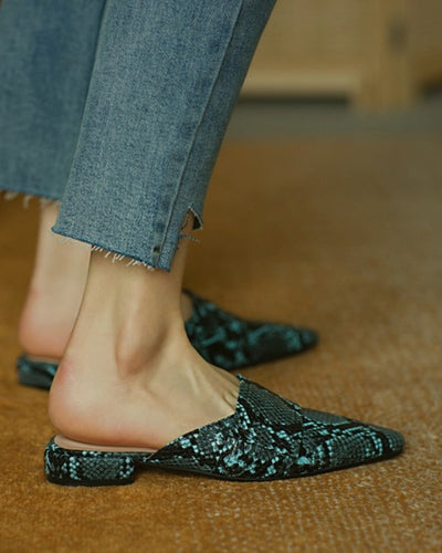 Pointed-toe Snakeskin Print PU Leather Muller Shoes