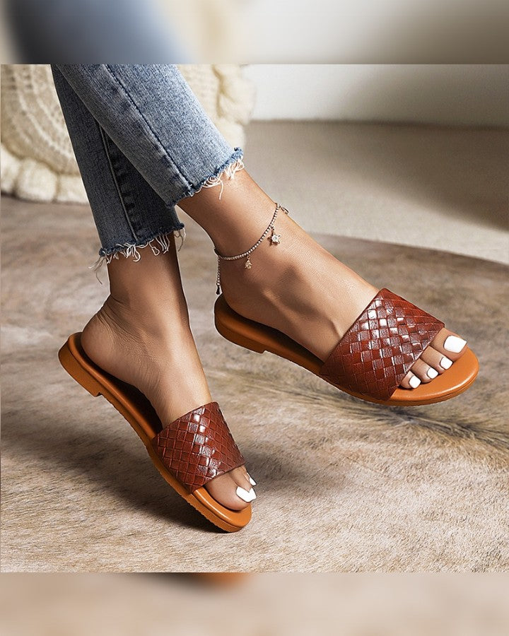 Solid Woven Upper Round-toe Open-toe Flat Sandals