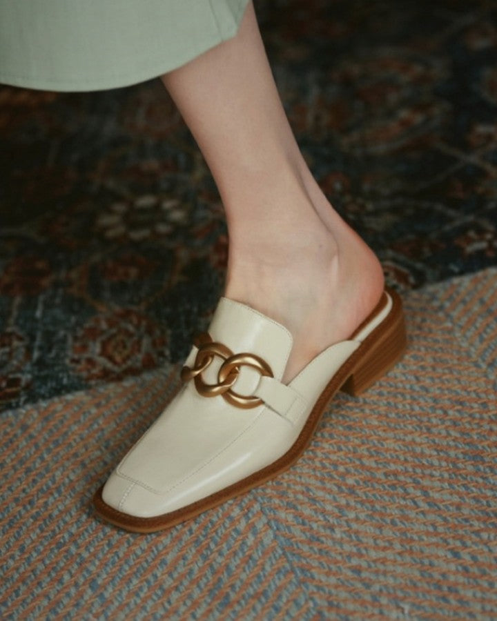Chain Upper Pointed-toe Flat Slippers