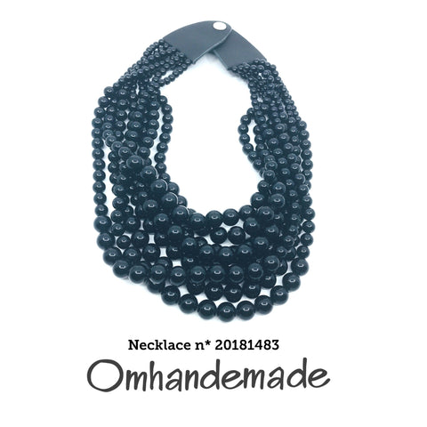 https://www.omhandemade.com/collections/shop/products/20181483-collana-media-nera-8-fili-resina