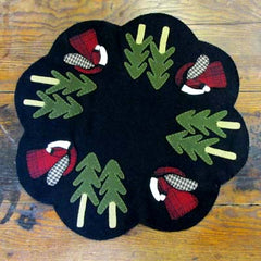 Wool Old St. Nick Table Mat Kit