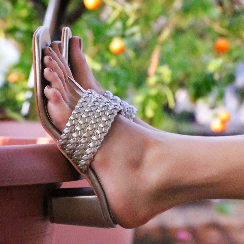 shop resort footwear online india
