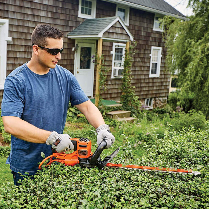 Black and Decker BEHTS400 22-Inch 4-Amp Electric Sawblade Hedge Trimmer