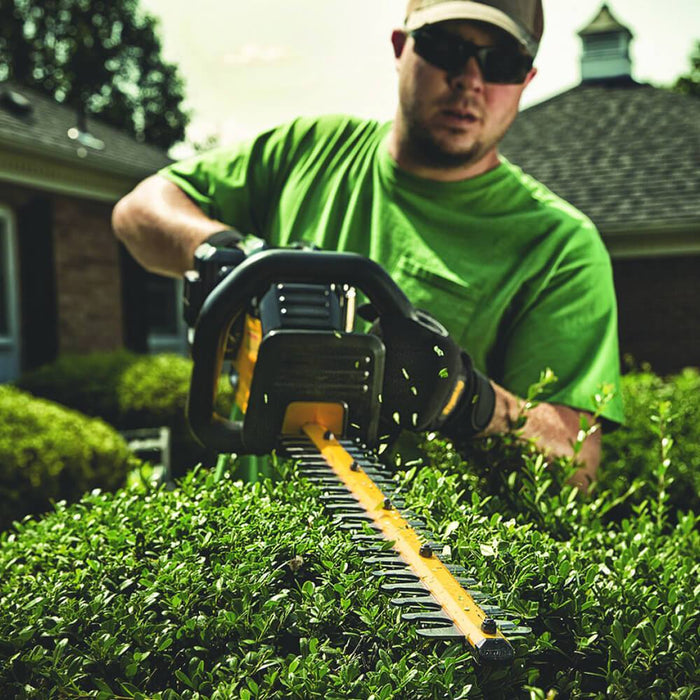 DeWALT DCHT860M1 40-Volt 22-Inch 4.0Ah Lithium-Ion Hooked-Tooth Hedge Trimmer