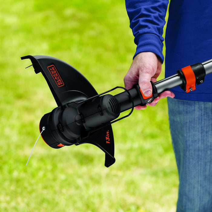 retracting the Black and Decker LST136B String Trimmer