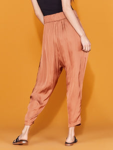 Halston Heritage Ruched Pant in Adobe