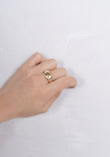 Load image into Gallery viewer, <strong>VINTAGE</strong></br>14k Shake Hands Gold Ring