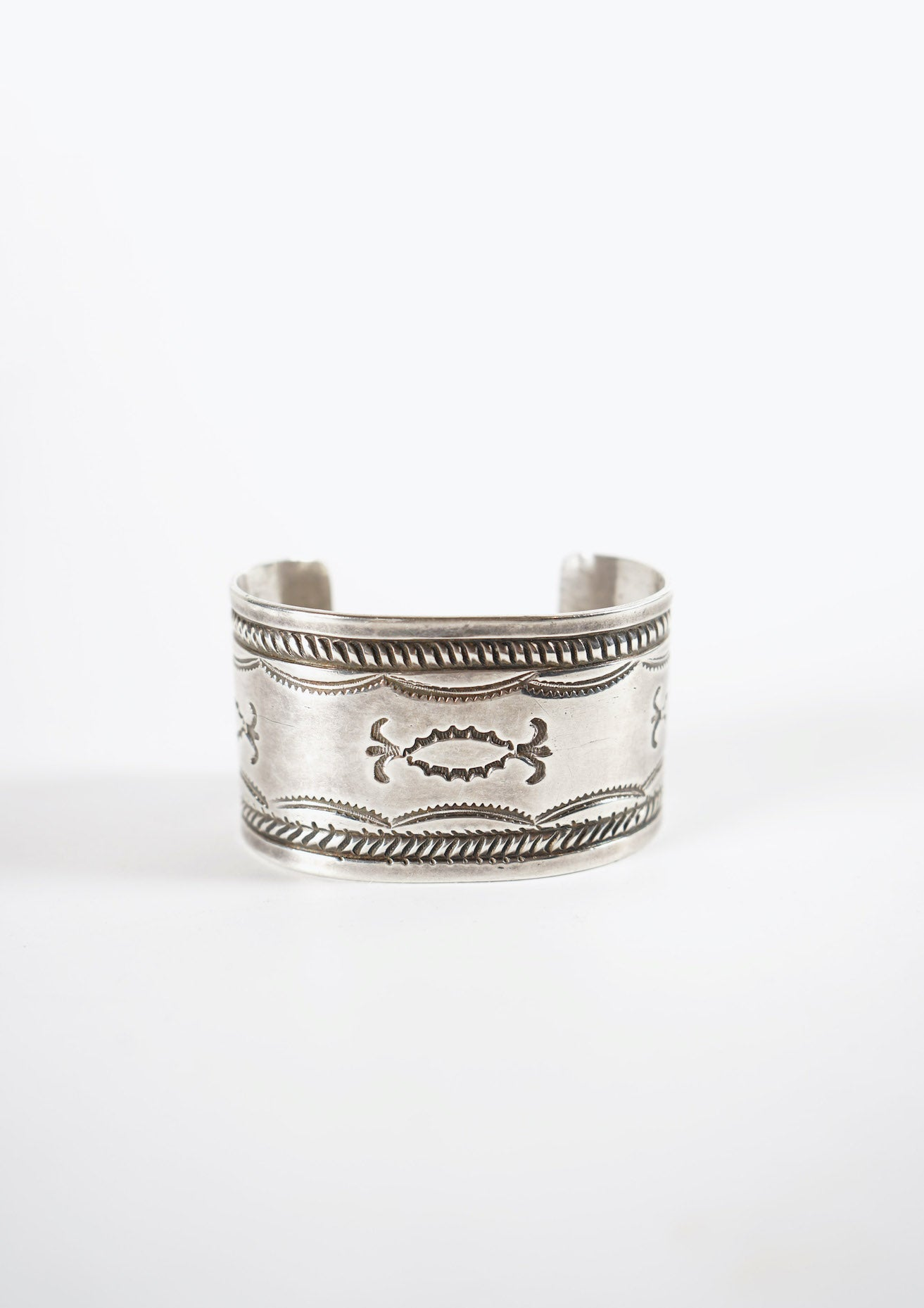 <strong>VINTAGE</strong></br>Navajo Stumped Silver Wide Cuff