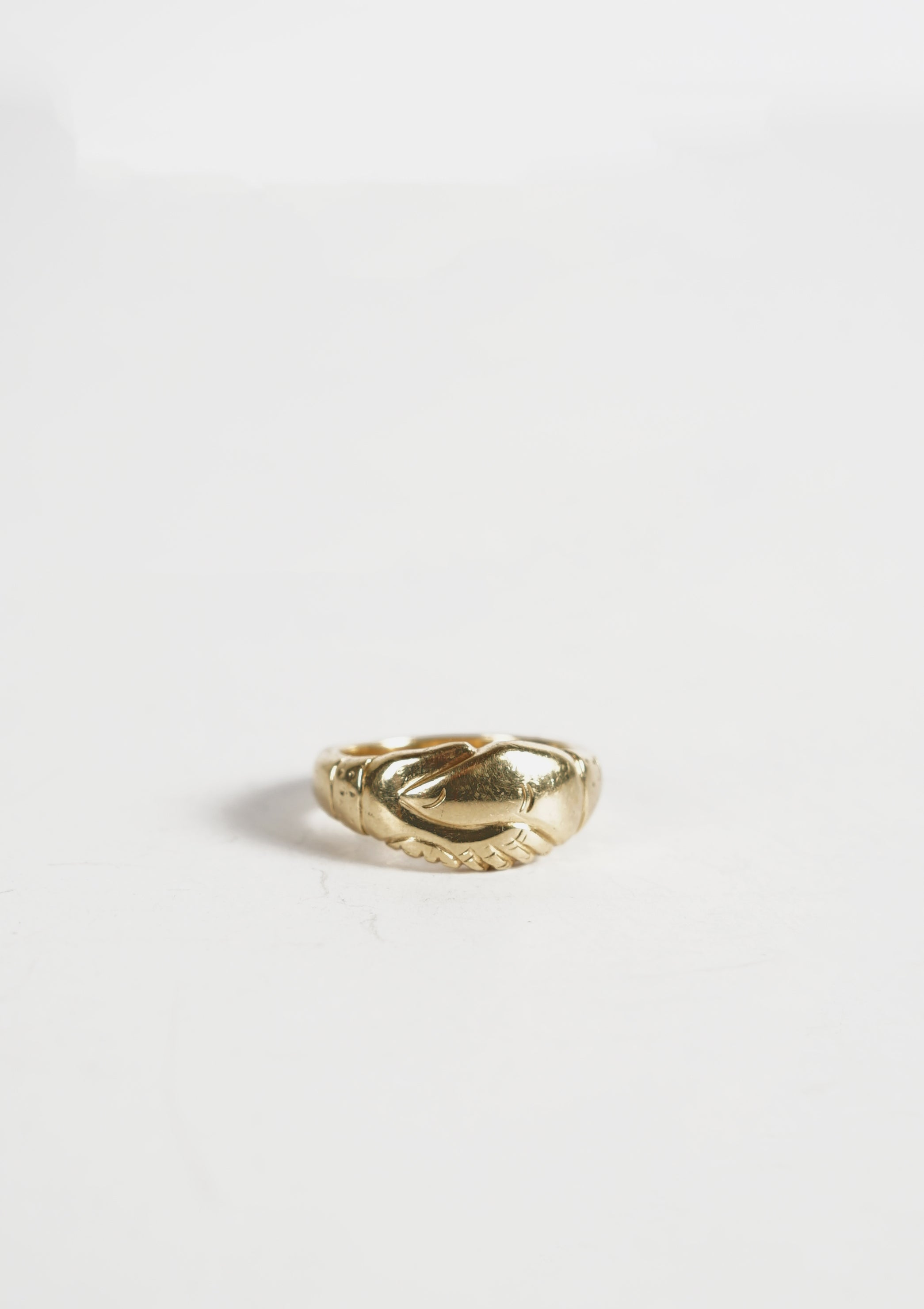 <strong>VINTAGE</strong></br>14k Shake Hands Gold Ring