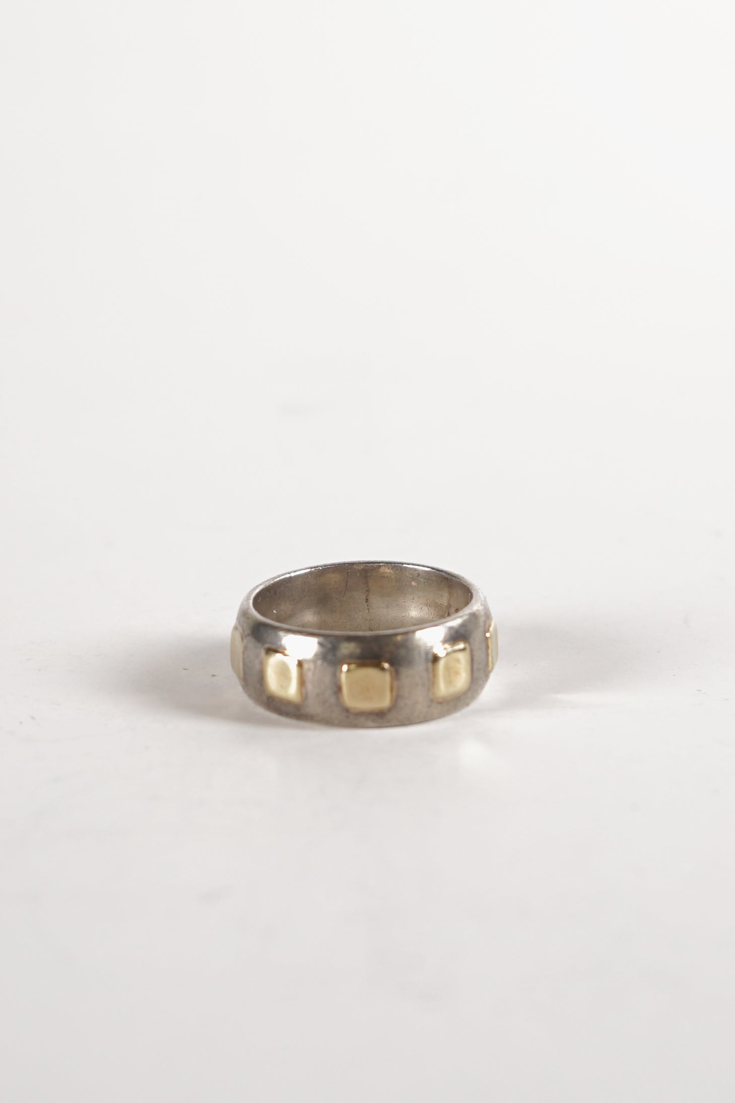 <strong>VINTAGE</strong></br>Silver Ring w / Gold accent