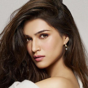 Kriti Sanon – First ray of the winter sun earrings