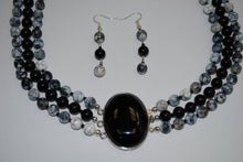 Load image into Gallery viewer, Onyx Pendant Necklace and Agate Stones.