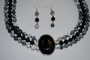 Onyx Pendant Necklace and Agate Stones.