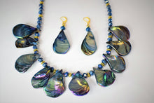 Load image into Gallery viewer, Purple Free Form Seashells Tears Drop Necklace Set.