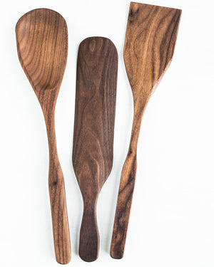The BoWood basic 3 piece kitchen utensil set includes a spoon, spurtle and square spatula that are sure to do everything you need in the kitchen.