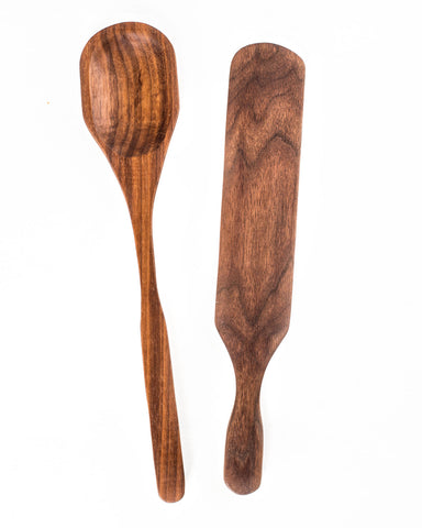 The BoWood minimalist 2 piece kitchen utensil set includes a spoon and a spurtle that are sure to do everything you need in the kitchen.
