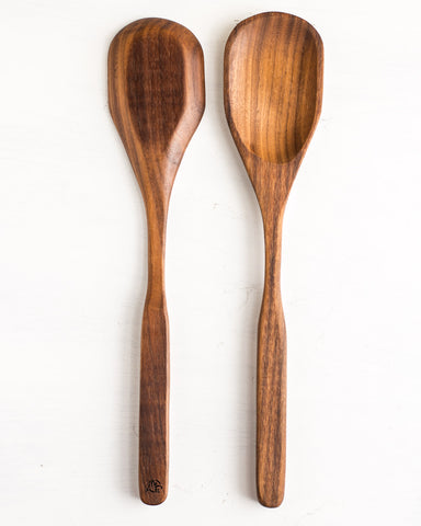 This wooden spoon is sure to take on any stirring or serving task for your favorite sauces and stews and prove itself to be a dependable part your kitchen.