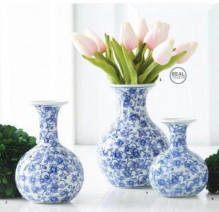 Chinoiserie bud vase blue and white
