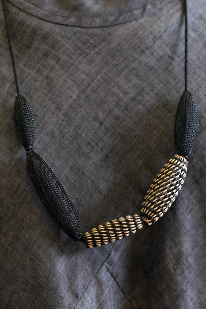 Entwined Bronze mesh loop necklace close view