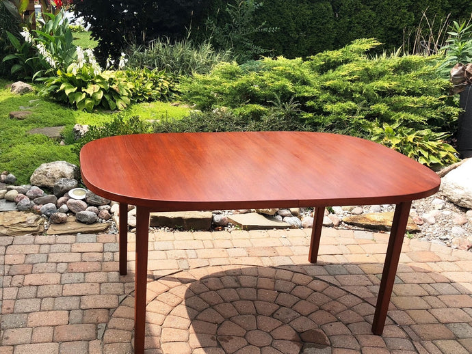REFINISHED MCM Teak Table Rounded (no leaf) 6-Seater 39