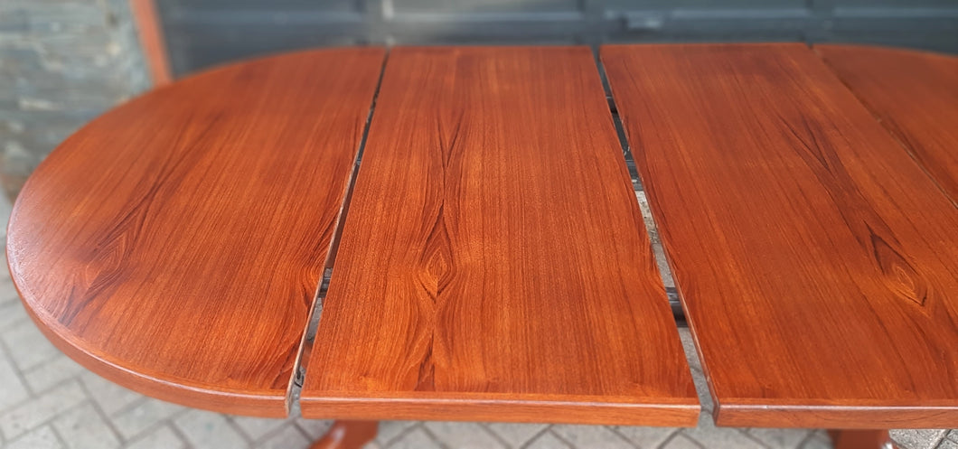 REFINISHED Danish MCM Teak Dining Table Round to Oval w 2 leaves PERFECT 47