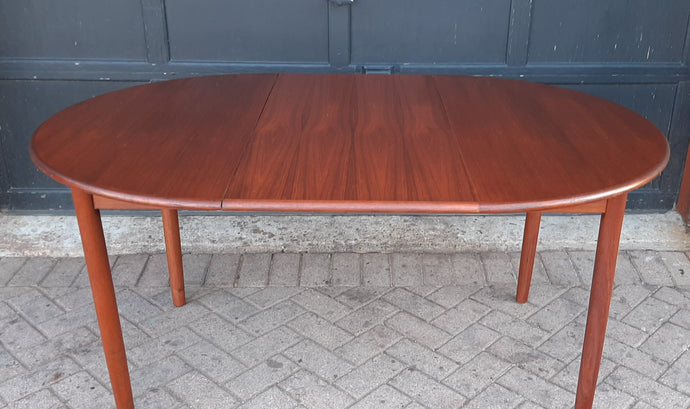 REFINISHED Danish MCM Teak Table Round to Oval w 1 Leaf 41.5
