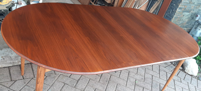 REFINISHED MCM Walnut Dining Table Round to Oval w 2 leaves by Deilcraft, PERFECT, 40