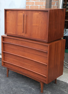 REFINISHED MCM Walnut Set of a Long Dresser 9 Drawers and a Gentleman's Chest, PERFECT - Mid Century Modern Toronto