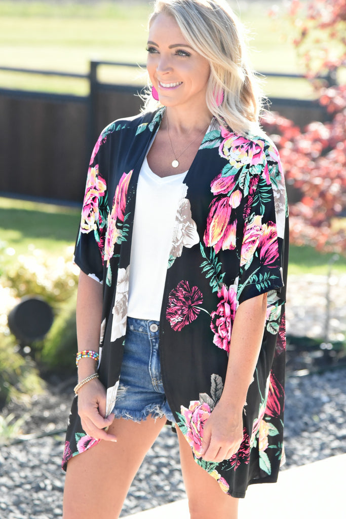 Making My Way Floral Kimono - Black