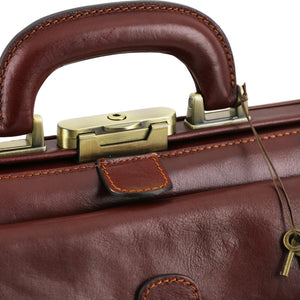 Top Closing Mechanism View Of The Brown Leather Doctors Bag